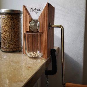 Unsere Flockenquetsche: die Komo Flic Floc Getreidequetsche
