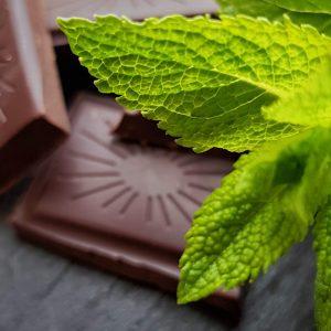 Minze und Schokolade - ein leckerer und einfacher Snack ohne Zucker