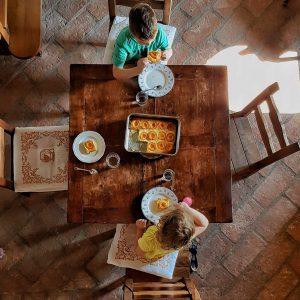 einfacher zuckerfreier Rührkuchen für Kinder - Rezept nur mit Obst gesüßt