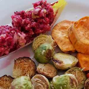 Chicorée-Salat mit Rosenkohl und Süßkartoffel