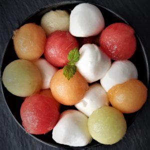 einfache zuckerfreie Vorspeise: Melonensalat mit Mozzarella